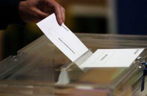 En tercer lugar, se sitúa Ciudadanos (liberales, Cs), con el 11,07% y 45 escaños; mientras que Unidas Podemos (izquierda, UP) obtiene un 11,64% de sufragios y 30 diputados.