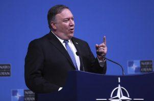 El secretario de Estado de Estados Unidos. Mike Pompeo, habla durante una conferencia de prensa después de una reunión de ministros de Relaciones Exteriores de la OTAN. FOTO/AP