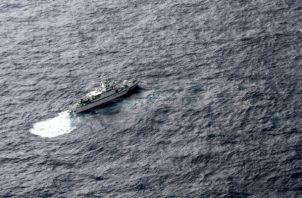 El barco de la Guardia Costera de Japón en el mar durante la operación de búsqueda. AP