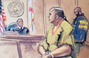 Reproducción fotográfica de un dibujo realizado por la artista Jane Rosenberg donde aparece Cesar Sayoc, presunto autor del envío de al menos 13 paquetes sospechosos a destacadas figuras demócratas. EFE