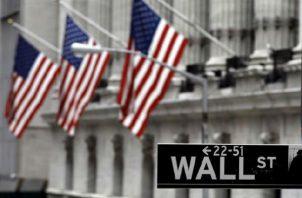 Vista de la entrada principal de la Bolsa de Nueva York.  Foto: EFE
