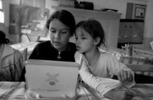 La implementación de las herramientas tecnológicas de información y comunicación (Tic), deberían estar dentro de los planes de estudio y ser ejecutadas. Foto: EFE.