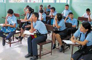 Estudiantes del sector público enfrentarán un mes de retraso en sus clases.