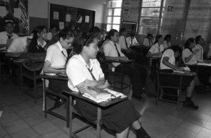 Los profesionales de las licenciatura en Economía y en Finanzas y Banca no pueden participar en los concursos docentes de la educación media pública.