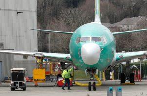 En el 737 MAX, Boeing hizo que esas alertas fueran opcionales o que sólo funcionaran si la aerolínea compraba un paquete de medidas de seguridad adicionales.