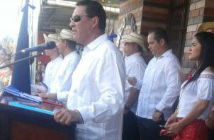 El alclade de Los Santos y el presidente Juan Carlos Varela estuvieron en tarimas separadas. Foto/Redes Sociales