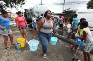 Además de la falta de agua en el sector norte de la ciudad,algunas casas resultaron inundadas.