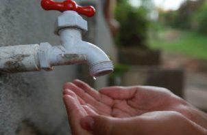Se recomendó a la población abastecerse de agua, pero de forma razonable. Foto: Panamá América