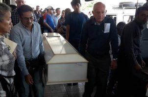 Familiares y amigos despidieron a Mirka Miranda y Abner Atencio, quienes fallecieron en un accidente de tránsito. foto/Mayra Madrid