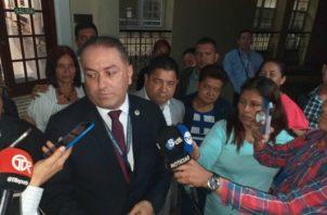 El abogado acusador, Amilcar Fuentes le dijo durante sus alegatos a Roberto Moreno Grajales que fue un cobarde, que mató a la profesora quien no quería nada con él y luego la enterró en la propia finca de la familia. Foto/José Vásquez