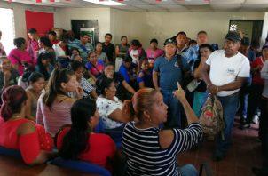 Ultima reunión entre familias de Cerro Galera y autoridades del Miviot. Foto: Eric A. Montenegro.