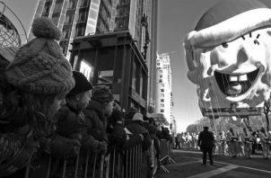Ttenemos nuestros mitos y héroes creados en parte por los grandes medios de comunicación, y son personas que pareciera fueran superiores a nosotros. Foto: EFE.
