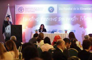 El coordinador subregional de la FAO para Mesoamérica y representante en Panamá, Tito Díaz, habla durante un foro en conmemoración al Día Mundial de la Alimentación . FOTO/AP