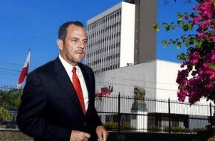 El contralor Federico Humbert es criticado por aprobar los cuestionado proyectos millonarios de la gestión de Juan Carlos Varela. Foto: Panamá América.