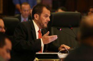 El contralor Federico Humbert fue citado por los diputados para responder sobre manejo de los  fondos públicos, entre otros temas.