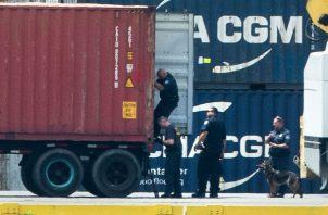 La oficina de la procuraduría federal en Filadelfia anunció la confiscación por Twitter el martes por la tarde, diciendo que los agentes incautaron aproximadamente 15.000 kilogramos (33.000 libras) de un barco de gran tamaño en la terminal marina de la avenida Packer.