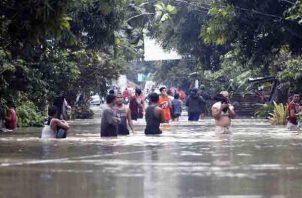 En las áreas afectadas esperan el desembolso de fondos para atender los afectados y reparar el daño en la red de infraestructuras. FOTO/AP