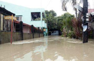 Una comunidad inundada en la ciudad de Bulan, provincia de Sorsogon, por el paso de la tormenta Usman en Filipinas. EFE/EPA