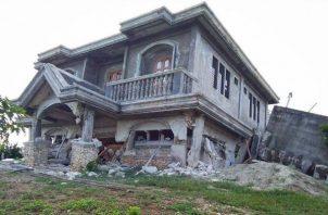Una casa afectada por el sismo en Itbayat, Filipinas. Foto: EFE: