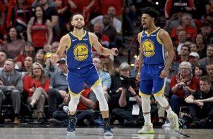 Curry tuvo otra noche mágica.