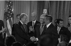El 7 de septiembre de 1977, Omar Torrijos y el presidente estadounidense Jimmy Carter firmaron en la sede de la Organización de Estados Americanos (OEA), en Washington DC, los  Tratados Torrijos-Carter, que pusieron fin a la presencia colonial de Estados Unidos en Panamá. Foto: Archivo. Epasa.