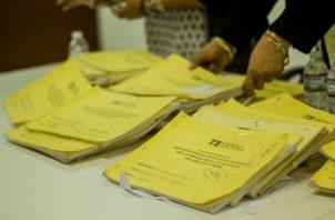 Detectan firmas de fallecidos y recién nacidos en libros de firmas de todos los precandidatos a libre postulación. Foto: Panamá América.