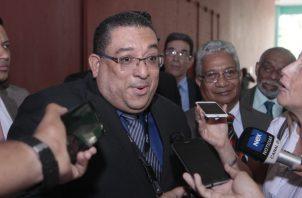 De acuerdo con el abogado Sidney Sittón, el fiscal Ricaurte González debe ser enjuiciado y procesado por esta violación a una de las pruebas. Foto de Víctor Arosemena