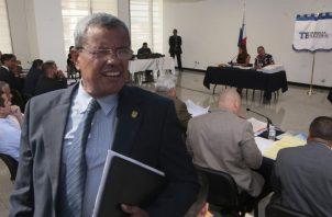 El fiscal electoral, Eduardo Peñaloza, desestimó los argumentos de los impugnantes. A la derecha, la carta de Ricardo Martinelli, quien no asistió a la audiencia.