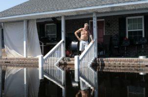 A muchos les preocupa que la inundación por el huracán Florence aumente el daño a su comunidad. AP