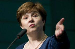 Kristalina Georgieva, directora del FMI, dijo que la guerra comercial y el  impacto del brexit influyó en la desaceleración económica. AP