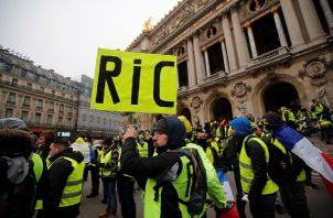 """Los """"chalecos amarillos"""", que mantuvieron su primera protesta nacional el 17 de noviembre contra el aumento de la tasa sobre el carburante."""