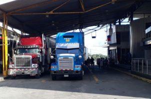 Camioneros reanudaron su camino. José Vásquez