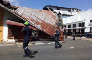 Los locales afectados fueron un minisúper y una panadería. Foto/Diómedes Sánchez