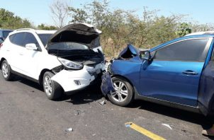 Del impacto así quedaron los vehículos. Foto: Thays Domínguez.
