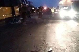 Uno de los sobrevivientes afirma que varias personas salieron volando del segundo piso del autobús. Fuente: Twitter / @MemoTrelles