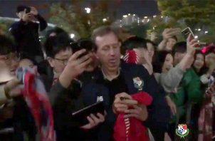Gary stempel con los fanáticos en Corea del Sur.