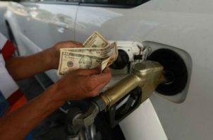 Ajuste su bolsillo; gasolina de 95 y 91 octanos subirán 10 y 8 centavos. Foto / Archivo.