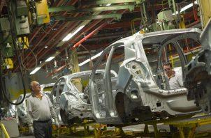 Aumentarán de 250 a 275 dólares los pagos semanales que realiza a los trabajadores en huelga de la General Motors. Foto/EFE Archivo