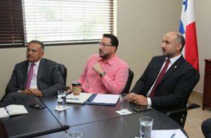 Gerardo Varela (c) incrementó sus activos personales, según algunas denuncias. Archivo