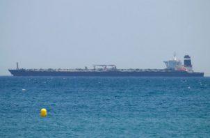 Cuatro miembros de la tripulación del petrolero, entre ellos el capitán, fueron detenidos, aunque fueron puestos en libertad bajo fianza la pasada semana.