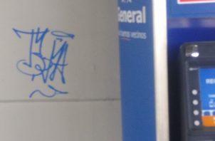 Menor es sorprendido haciendo 'graffitis' en estación del Metro de la 12 de Octubre. Foto: Policía Nacional.