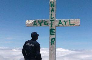 Los grafitis en la cruz de la cima del Volcán Barú se hizo viral en redes sociales. Foto: José Vásquez.