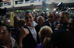 Juan Guaidó Fue recibido en el Aeropuerto de internacional de Maiquetía por sus seguidores y varios embajadoresFOTO/EFE