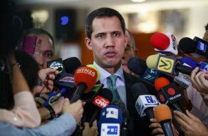 """Juan  Guaidó dijo que para dar con las coordenadas de campamentos guerrilleros se aliará """"con el mundo democrático"""" y usará """"todas las relaciones y posibilidades de inteligencia"""", sin ofrecer más detalles. FOTO/EFE"""