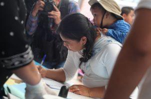 Más de 8 millones de guatemaltecos, incluidos algunos radicados en Estados Unidos, están llamados a las urnas para elegir a su futuro presidente: la socialdemócrata y ex primera dama Sandra Torres, de la Unidad Nacional de la Esperanza, o el exdirector del Sistema Penitenciario Alejandro Giammattei, del partido centroderechista Vamos. FOTO/AP