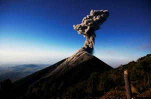 El Instituto Nacional de Sismología, Vulcanología, Meteorología e Hidrología indicó, en su boletín diario, que el volcán, que también presenta una fumarola de color gris.