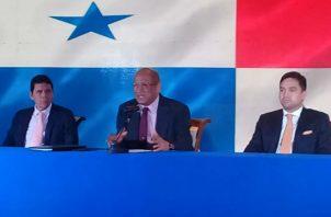 El ministro del MEF, Héctor Alexander hizo énfasis en la importancia del ahorro.
