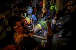 De acuerdo con las leyes hongkonesas, participar en una manifestación ilegal puede conllevar penas de entre tres y cinco años de prisión y una multa de 5.000 dólares de  Hong Kong ($639, 574 euros).FOTO/AP