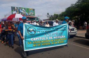 Los educadores le hicieron un llamado a los padres de familia para que no envían a clases a sus hijos, ya que participarán el la gran marcha nacional.
