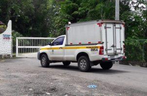El ciudadano de 69 años fue encontrado por un empleado a primeras horas de la maña y le avisó a la policía. Foto/Diómedes Sánchez